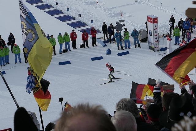 biathlon athlet auf der zielgeraden